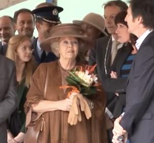 <span>Lab3 ontmoet koningin Beatrix</span><i>→</i>